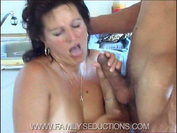 Теща соблазнила своего зятя порно онлайн