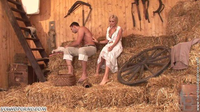 Секс в деревне на сеновале классика смотреть онлайн