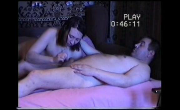 chastniy-seks-video-suprugov-tolpoy-konchayut-na-litso-blondinke