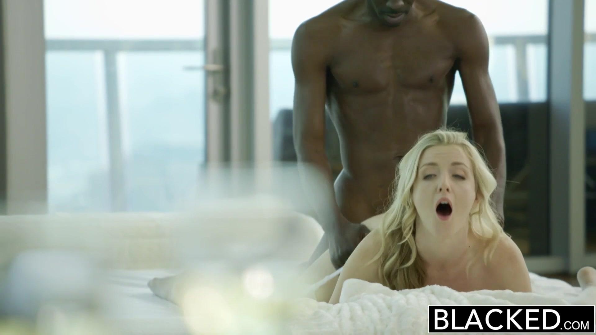 Домашние порно смотреть блондинку трахают большим членом
