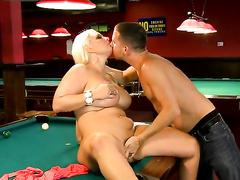 Порно негры на бильярдном столе — img 1